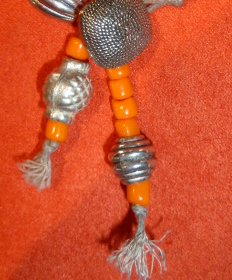 collier_orange_fimo_metal_finition4.jpg